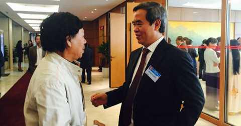 Thống đốc NHNN Nguyễn Văn Bình bên lề hành lang Quốc hội sáng 2/11