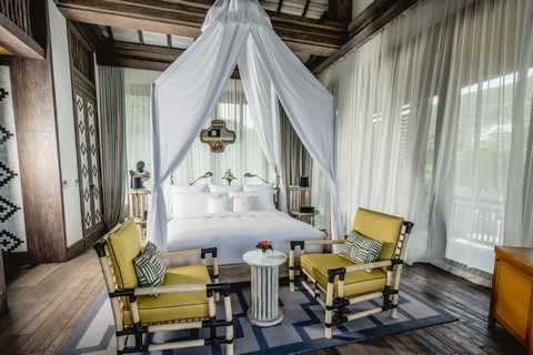 Nội thất của khu nghỉ dưỡng cũng gợi nhớ đến những ngôi đền cổ của Việt Nam