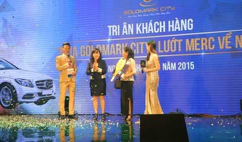 Giải đặc biệt là xe hơi Mercedes đã thuộc về khách hàng Bùi Thị Tuyết Ngà, chủ nhân căn hộ R3.2414 của Goldmark City.