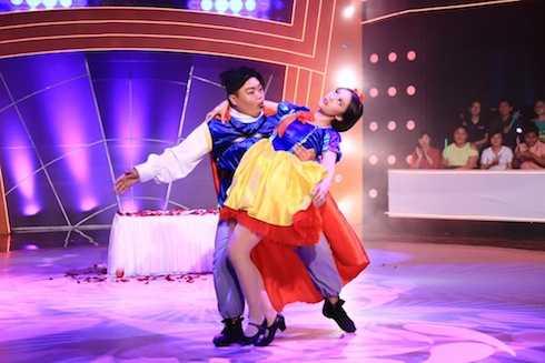 Chí Lễ và Kim Anh mang đến màn trình diễn sôi động, vui nhộn.