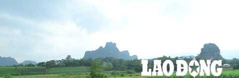Núi đá, cánh đồng bản Tràng Trên nơi từng diễn ra những cuộc săn sơn dương trước kia.