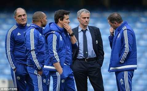 Mourinho không còn quản lý được phòng thay đồ Chelsea