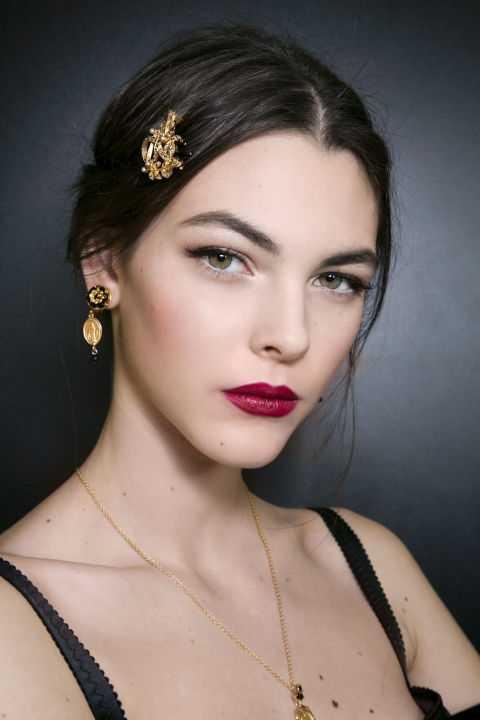 Phong cách trang điểm duyên dáng, đằm thắm của các người mẫu của Dolce & Gabbana trong show diễn Thu Đông 2015.