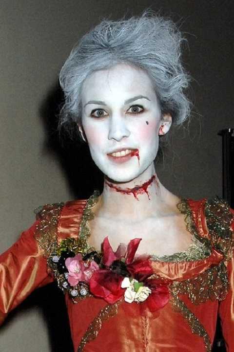 Nữ bá tước Alexa Chung sau khi bị cắt cổ đã trở lại tìm người báo oán.