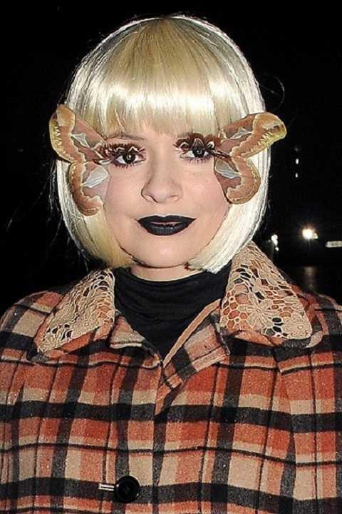 Holly Willoughby gắn đôi cánh bướm với mong muốn mình biến thành bướm đêm.