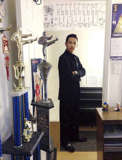 Giải thưởng võ thuật trưng bày tại nhà riêng của Cavalin. Ảnh: AP