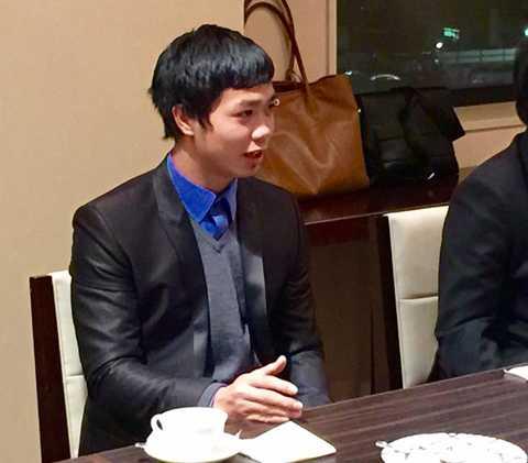 Công Phượng trò chuyện cùng lãnh đạo CLB Mito Hollyhock trước khi về nước