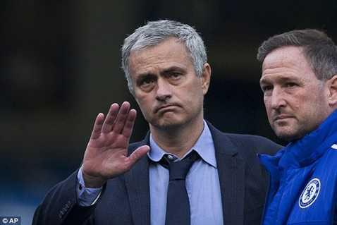 Mourinho bị cấm chỉ đạo 1 trận