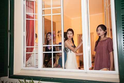 Để làm nổi bật khí chất của người phụ nữ Việt, đặc biệt là các cô gái Hà thành, đích thân Li Lam chọn ra 5 người mẫu mang đậm vẻ thanh lịch, sang trọng của vùng đất nghìn năm văn hiến để trình diễn BST