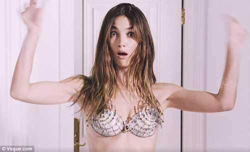 Lily nhận nhiều lời chê bai khi công bốthông tin cô là người được mặc chiếc Fantasy Bra