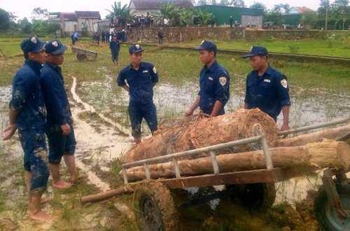 Quả bom nặng gần 1 tấn được phát hiện ở ruộng lúa