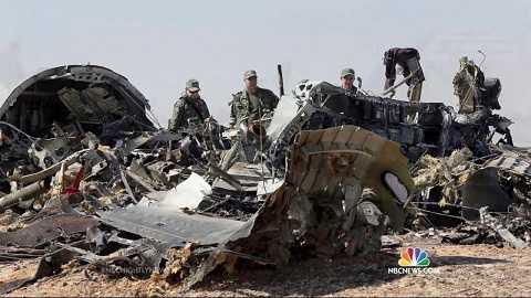 Mảnh vỡ máy bay A321 của Nga tại hiện trường