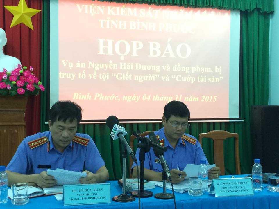 Ông Lê Đức Xuân - Viện trưởng VKSND tỉnh Bình Phước chủ trì buổi họp báo (Ảnh: Phan Cường)