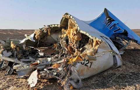 Mảnh vỡ máy bay Nga tại hiện trường ở bán đảo Sinai, Ai Cập