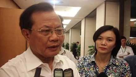 Ông Phạm Quang Nghị trao đổi với PV bên lề kỳ họp sáng 4/11. Ảnh DN