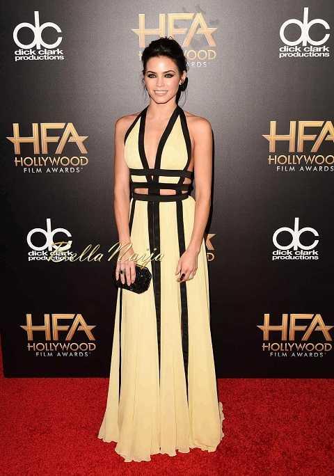 Jenna Dewan Tatum phối đầm cut-out thướt tha của Zuhair Murad với nữ trang của Lorraine Schwartz trên thảm đỏ Anuual Hollywood Film Awards lần thứ 19.