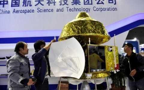 Mô hình tàu thăm dò bằng vàng sẽ được trưng bày tại hội chợ từ ngày 4/11. Ảnh: NDTV