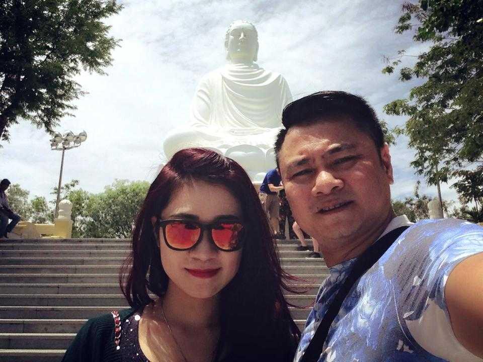 Tự Long bên bà xã Minh Nguyệt