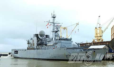 Tàu tuần dương hạm Hải quân Pháp mang tên Vendemiaire đã cập cảng Tiên Sa, chính thức thăm hữu nghị TP Đà Nẵng trong 5 ngày.
