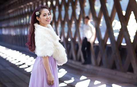 Dưới góc máy của nhiếp ảnh gia Andy Huynh, Lương Bích Hữu hóa thành người tình của Cao Thái Sơn.