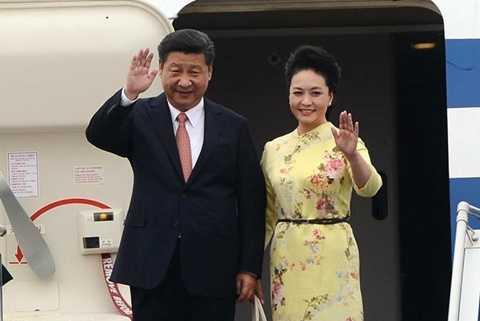 Chuyên cơ chở Chủ tịch Trung Quốc Tập Cận Bình và phu nhân hạ cánh ở sân bay Nội Bài. Ảnh: Anh Tuấn/ Zing News