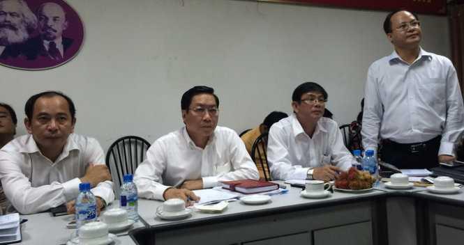 Giám đốc Sở Y tế TP.HCM (thứ hai từ trái sang) tại cuộc họp báo chiều 5/11  (Ảnh: L.TH.H)