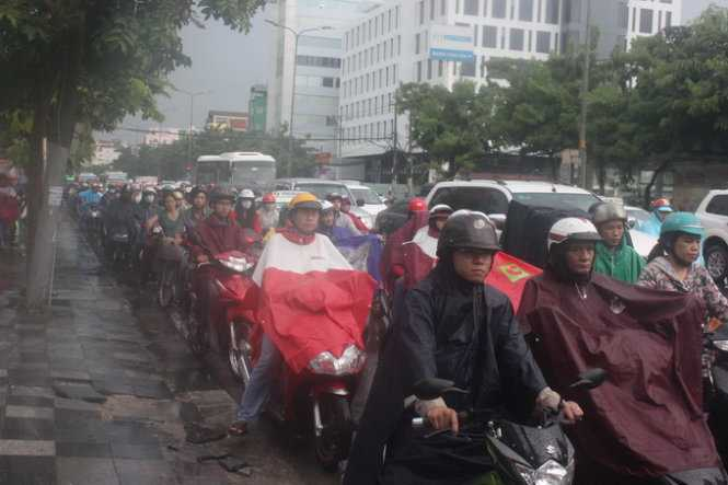 Kẹt xe kéo dài trên đường Cộng Hòa, Q.Tân Bình (Ảnh: Đức Phú)