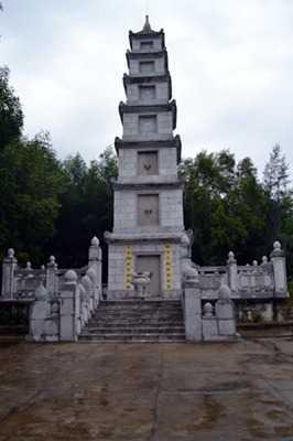 Bửu tháp nơi đặt di cốt của cố Đại lão Hòa thượng