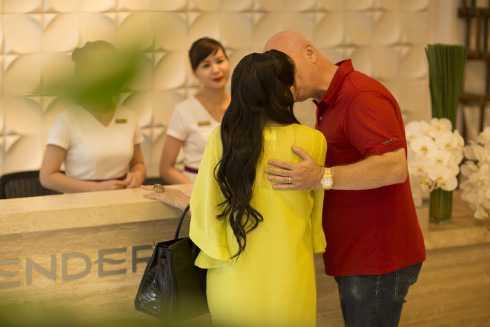 Vợ chồng Thu Minh luôn tình tứ bên nhau (Ảnh: LV)