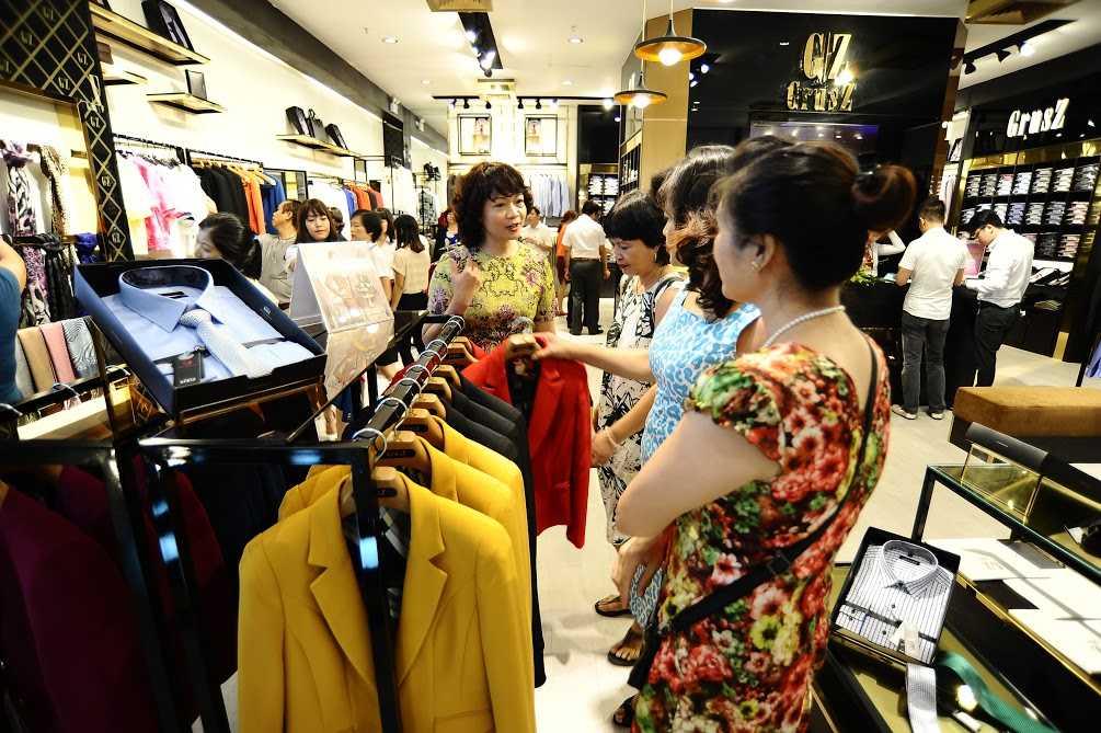 Ngoài việc nâng cao chất lượng sản phẩm để thương hiệu thời trang Việt có chỗ đứng trên thị trường, cần phải tìm ra bản sắc riêng và xây dựng thương hiệu toàn diện.