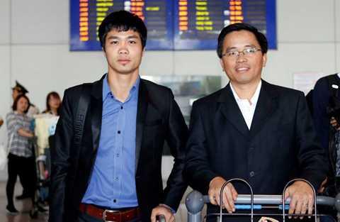 Công Phượng và Trưởng đoàn bóng đá HAGL Nguyễn Tấn Anh sau chuyến tham quan CLB Mito Hollyhock - Ảnh do nhân vật cung cấp