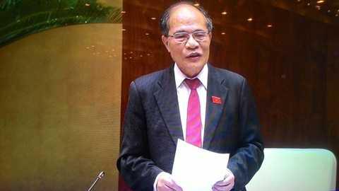 Chủ tịch Quốc hội Nguyễn Sinh Hùng thông báo trước Quốc hội về chuyến thăm và làm việc của Tổng bí thư, Chủ tịch nước Tập Cận Bình tại Việt Nam - Ảnh: Thanh Niên