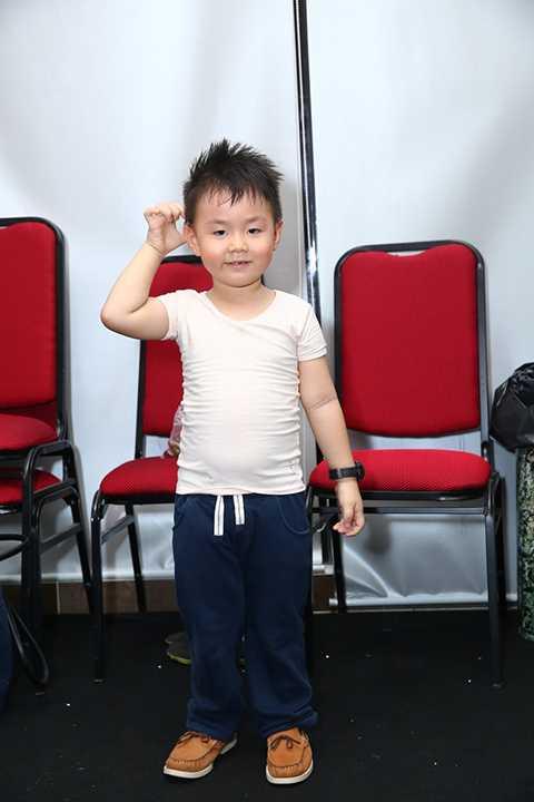 Vẻ bụ bẫm đáng yêu của cậu con trai 3 tuổi của Lê Phương.