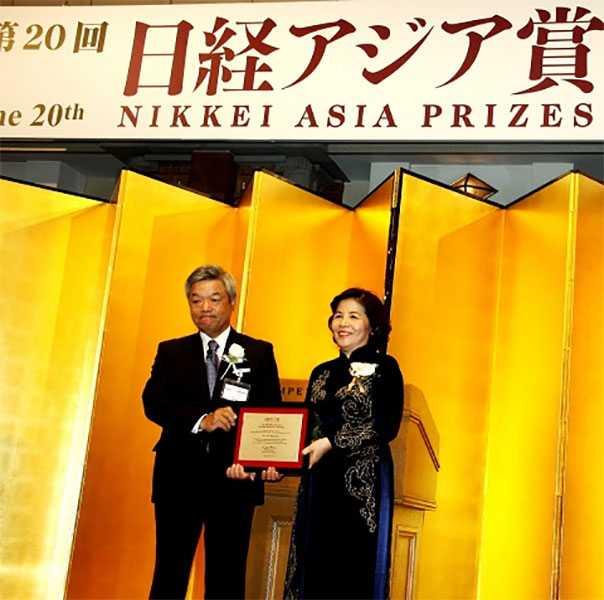 """Bà Mai Kiều Liên – Chủ tịch Hội đồng quản trị kiêm Tổng giám đốc Vinamilk là người Việt Nam duy nhất đoạt giải trong lĩnh vực """"Kinh tế và đổi mới doanh nghiệp"""" của Giải thưởng Nikkei châu Á"""