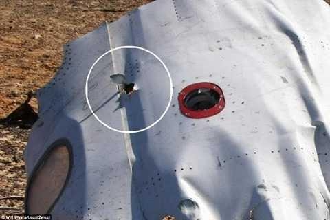 Một lỗ thủng trên xác máy bay
