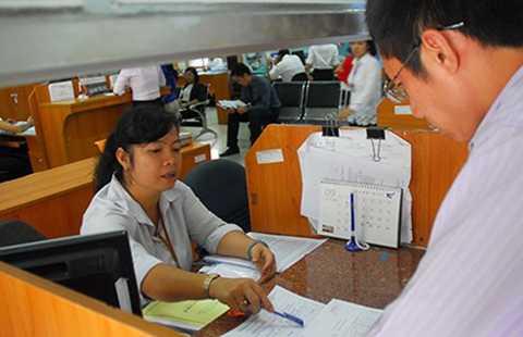 Tiếp nhận hồ sơ hoàn thuế tại Cục Thuế TP.HCM. Ảnh: HTD