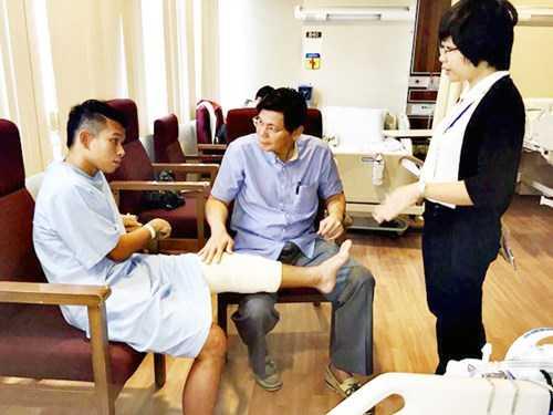 Anh Khoa chữa trị tại Singapore