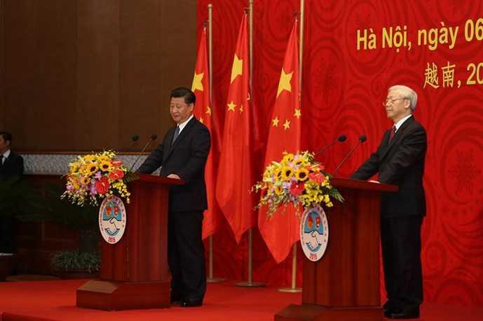 Tổng bí thư Nguyễn Phú Trọng và Tổng bí thư, Chủ tịch Trung Quốc Tập Cận Bình tại buổi Gặp gỡ hữu nghị thanh niên Việt - Trung lần thứ 16 sáng 6/11  (Ảnh: Độc Lập)