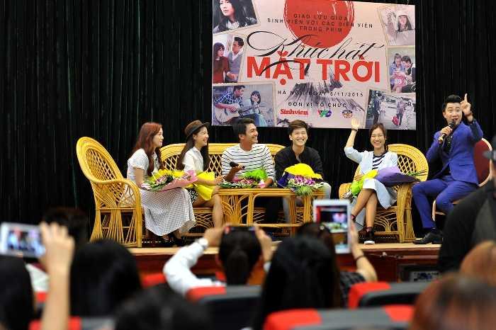 Sinh viên Hà Nội giao lưu với các diễn viên chính trong phim