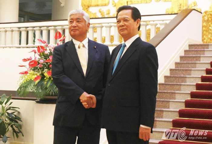 Thủ tướng Nguyễn Tấn Dũng tiếp Ngài Gen Nakatani - Ảnh: Hồng Pha