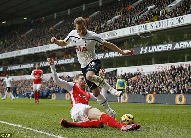 Wenger nổi điên khi Arsenal để vuột Harry Kane