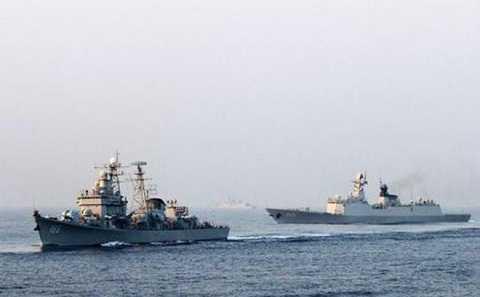 Tàu chiến Trung Quốc diễn tập đối đầu trên Biển Đông