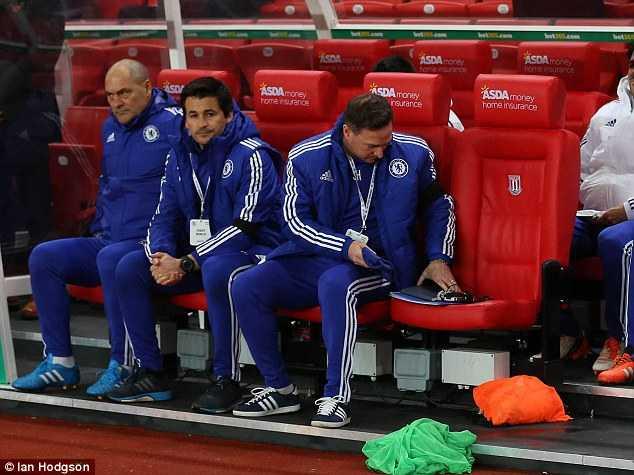 Mourinho chỉ đạo từ xa ban huấn luyện Chelsea?