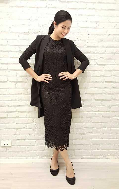 Hoa hậu Ngọc Hân sang trọng, quyền quý với đầm ren đen và áo blazer cách điệu.
