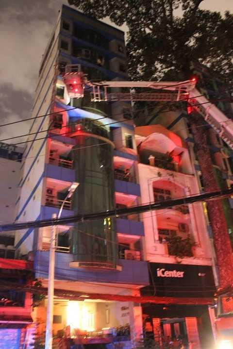 Xe thang nâng phát huy hiệu quả cứu người trên tầng cao