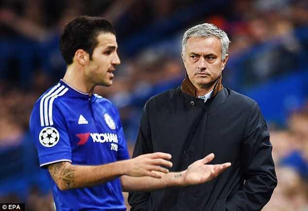 Fabregas được cho là cầm đầu nhóm phản Mourinho