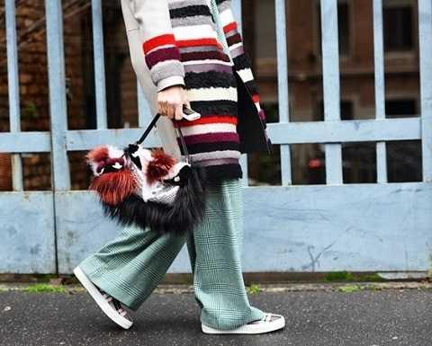 Mẫu túi xách lông thú xử lý màu tuyệt đẹp của Fendi.