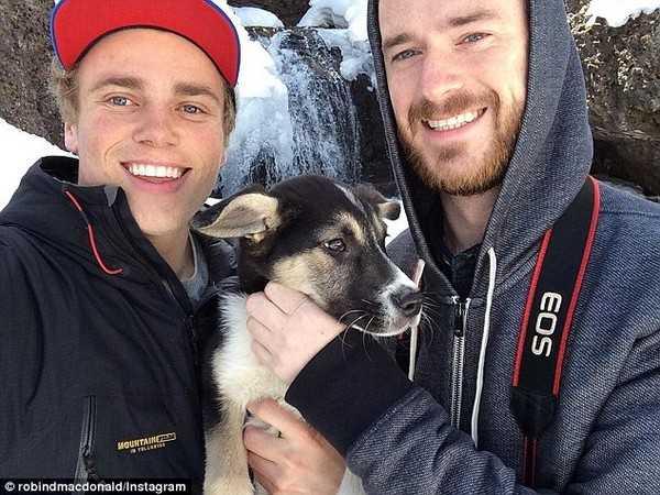 Ảnh thân mật của mỹ nam đồng tính Gus Kenworthy và bạn trai cũ Robin Macdonald