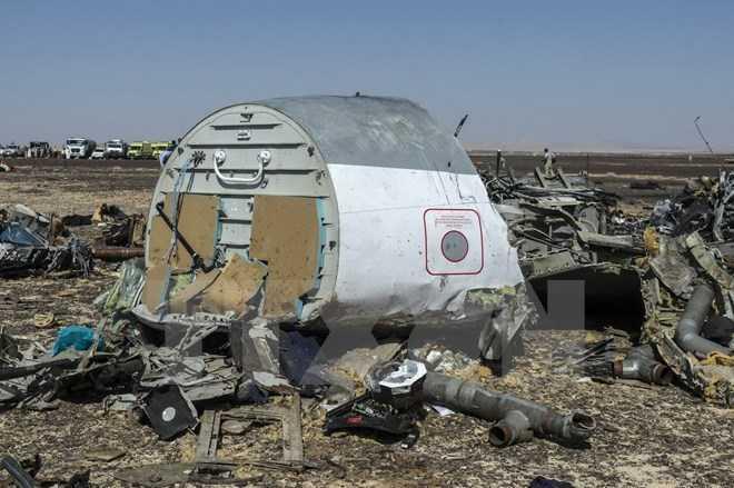 Mảnh vỡ máy bay Nga A321 tại hiện trường ở Wadi al-Zolomat, bán đảo Sinai, Ai Cập ngày 1/11