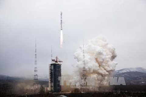 Tên lửa đẩy Trường Chinh-4B mang theo vệ tinh Dao Cảm 28 rời bệ phóng tại trung tâm phóng vệ tinh. Ảnh: THX-TTXVN